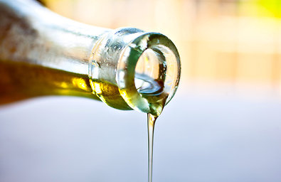 6 Healthy Oils and How to Cook with Them (Without Smoking Yourself Out of the House)